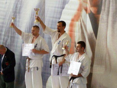 Középen a győztes: Sensei Fris Ferenc