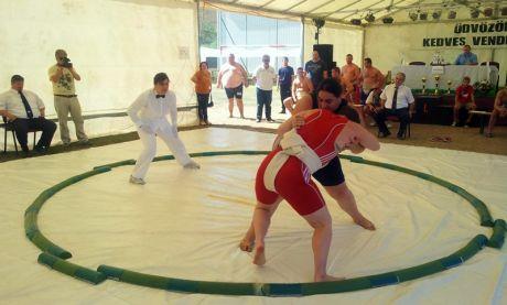 Makai Erika akcióban az I. Országos Sumo Csapatbajnokságon