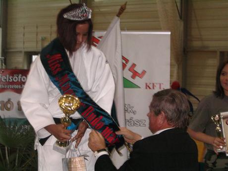 Büki Péter és a Szépségverseny győztese