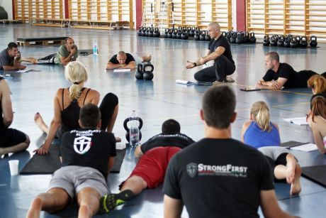 StrongFirst szeminárium Budakalászon, 2013 - Lakatos Péter magyarázza a gyakorlatot