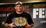 Henderson hosszabbít a UFCnél