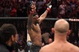 71 másodperc kellett Ngannounak a TKO-hoz