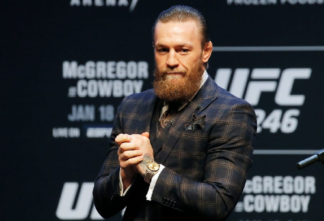 Valaki terelje már végre vissza McGregor-t a ketrecbe!