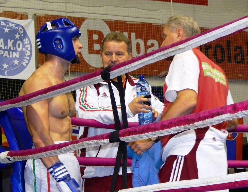 Laszák Zoltán, Katona Attila és Gnyálin István a ring sarkában