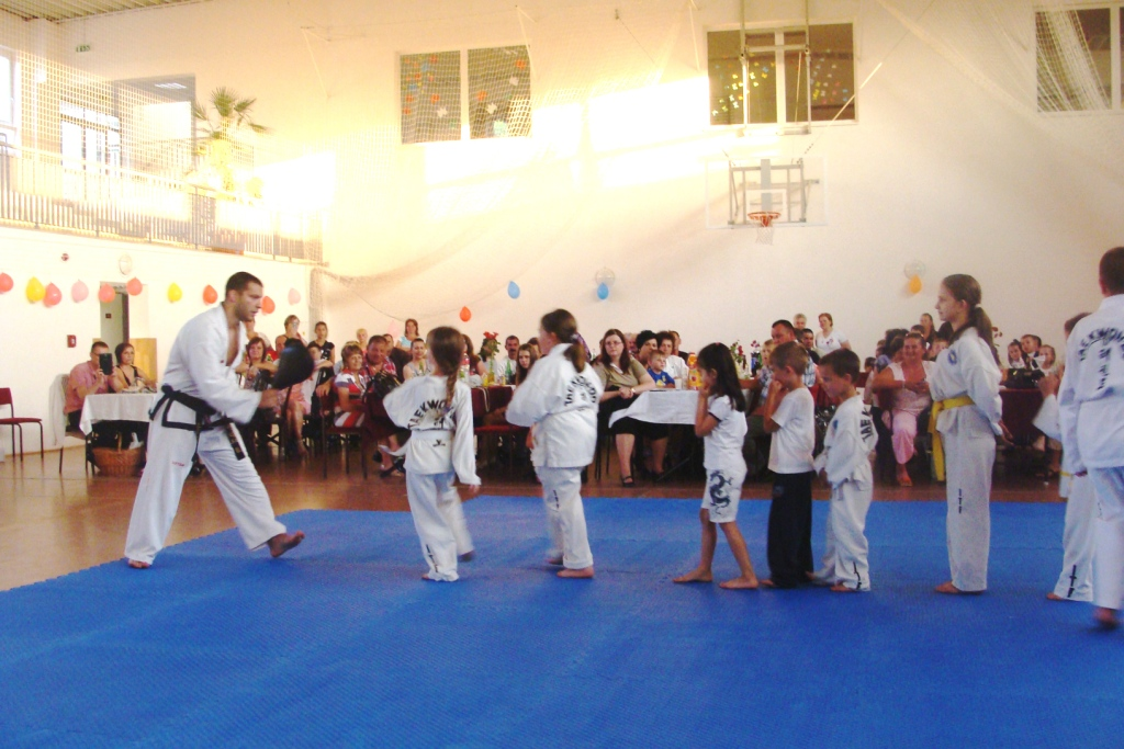 Gyerekek gyakorlat közben