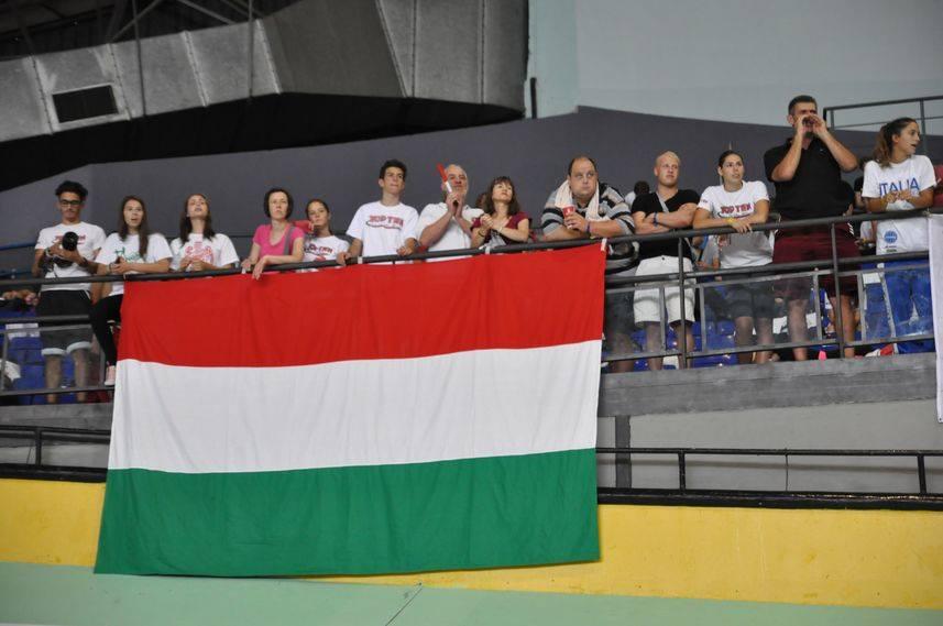 A zászlóval